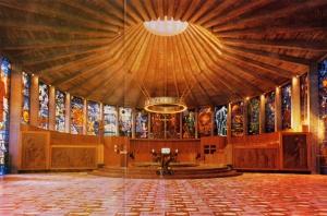 Interior de la iglesia de la Porciúncula de Palma, una de las obras más emblemáticas de Ferragut Pou.
